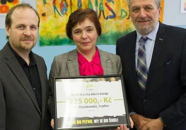 ROMEA předala 225 tisíc teplické základní škole